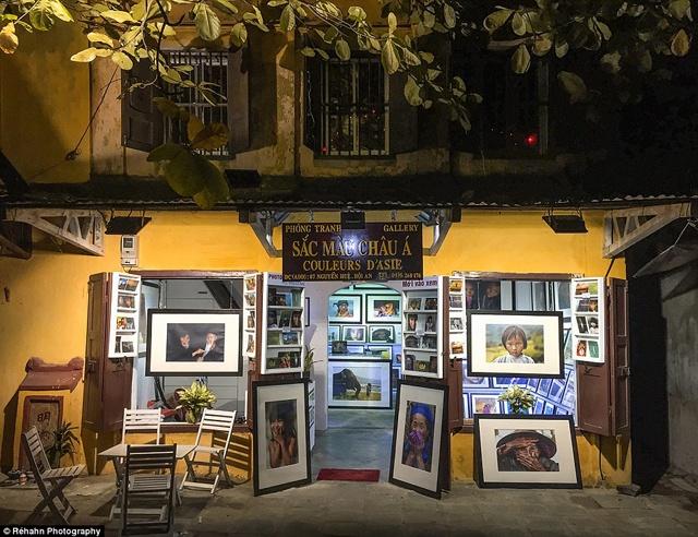 Một cửa hàng tranh trên phố Nguyễn Huệ